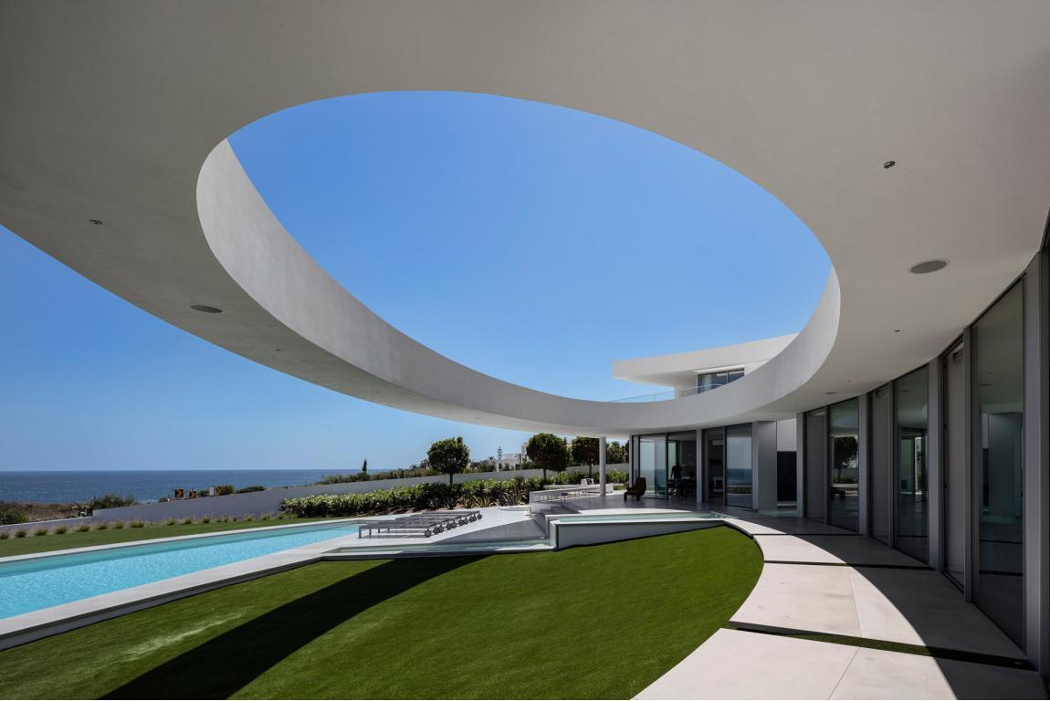 Elliptic mansion lagos portogallo